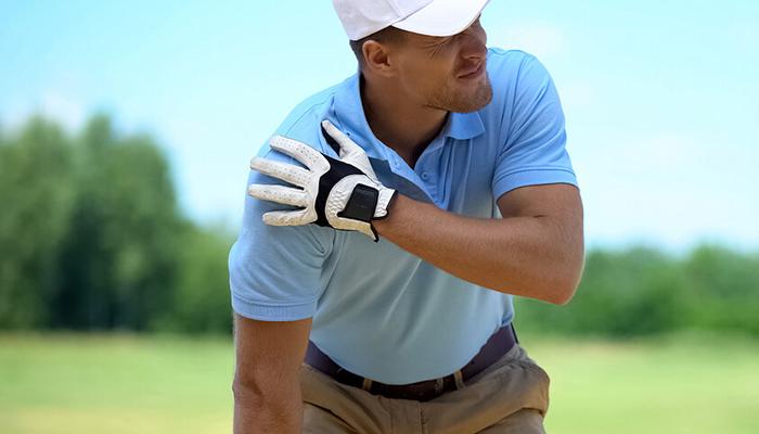Đau chóp xoay khi tập golf